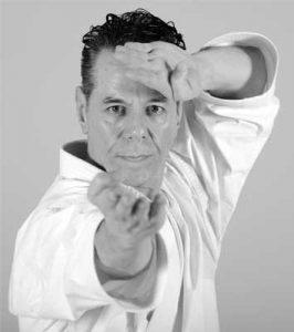 Kyoshi Tanzadeh performing Shitoryu Karate Kata - Sukui Uke -